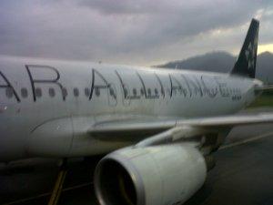 Costado del avión durante el abordaje