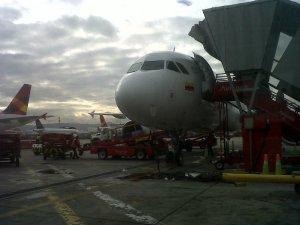 El avión de frente