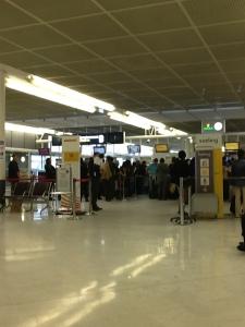 Zona de check in de Iberia y Vueling en Orly