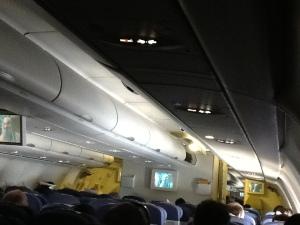 Interior de la cabina en la mitad del vuelo