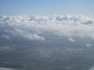 Sobrevolando el aeropuerto del cual acabábamos de despegar
