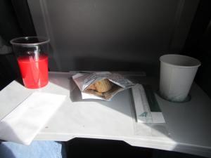 Servicio de comidas típico en vuelos intraeuropeos de Alitalia