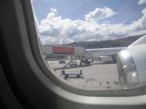 A320 de Taca con una de las turbinas del Jumbolino (Bae 146) de Star Perú desde el que tomé la foto