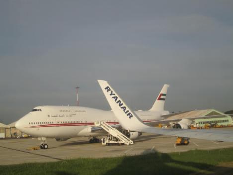 B747 del gobierno de los Emiratos Árabes Unidos desde un B737-800 de Ryanair