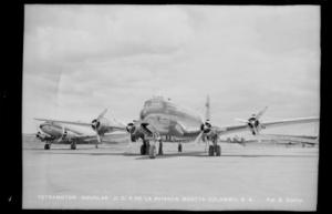 Dos de los DC-4 de Avianca. Foto de la colección Gumersindo Cuéllar Jiménez de la Biblioteca Luis Ángel Arango del Banco de la República