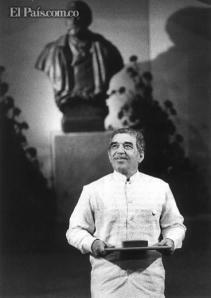 Gabo con el Nobel. Archivo El País