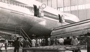 B747-200 de SAA impactado de bala antes de aterrizar en Luanda, en tiempos de independencia de Angola, por 1975. Foto de SepulTALLICA en Airliners