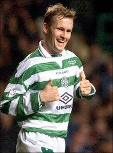 Brattbackk en tiempos de futbolista, con la camiseta del Celtic