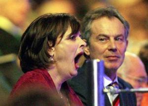 """Así como que uno diga """"Qué brutos, cómo estaba de interesada Cherie (esposa de Tony Blair) en los juegos"""" (?), no mucho. Foto de AP en The Age"""
