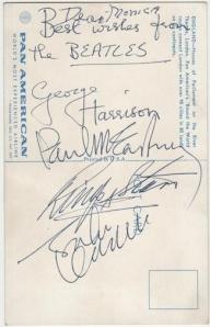 Postcard autografia por los Beatles durante el vuelo. Tomado de los foros de Airliners
