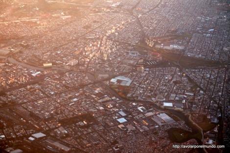 Estadios Juan Domingo Perón de Racing Club y Libertadores de América de Independiente en Avellaneda, suburbio de Buenos Aires. Foto de Alejandro Sarco, @asarco_ES_ar en Twitter