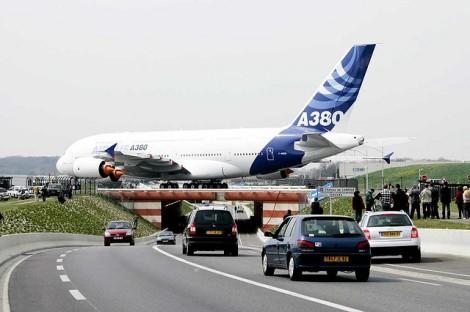 Más capacidad sobre más frecuencias. La oferta de valor del A380, en la foto, y el B747-8i. De a380airbus.com