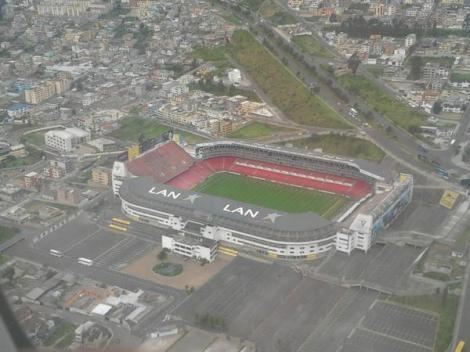 Estadio Casa Blanca de la Liga Universitaria de Quito, por @Joffre77