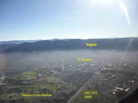 Vista panorámica de Bogotá, incluyendo el Estadio Nemesio Camacho 'El Campín'. Foto de Gustavo Ramos, LAA_CCS en Skyscrapercity, @gusram5 en Twitter