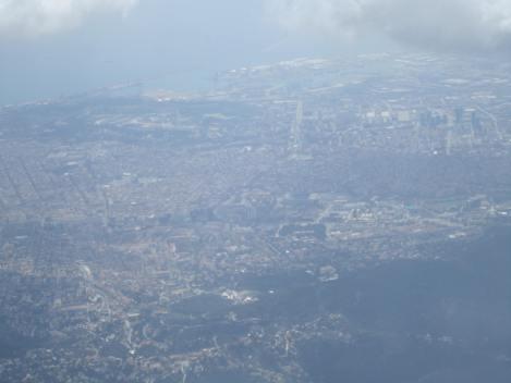 Hay que usar la imaginación un poco, pero en el centro de la foto se ve el Camp Nou de Barcelona
