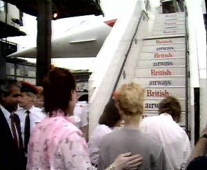 Phil Collins abordando el Concorde en Heathrow