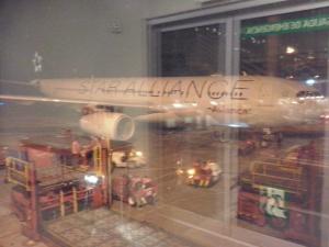 Al lado nuestro, el A330 de Avianca con livery Star Alliance
