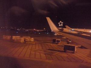 Winglet del B767 de LAN, cola del A330 de Avianca con livery Star Alliance, y el A340-600 de Lufthansa iniciando carreteo