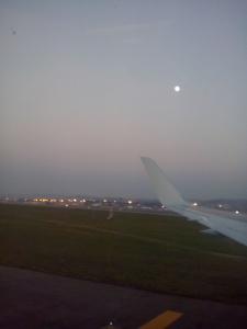 La luna acompañando la llegada del B767 de LAN a Sao Paulo