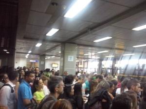 La horrible sala de espera dese donde salen varios de los vuelos domésticos de TAM