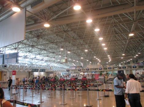 Interior del aeropuerto Galeao de Rio de Janeiro